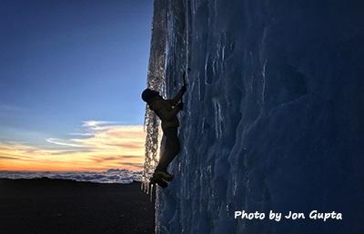 Jon Gupta Kilimanjaro ice climbing 7 - CREDIT Jon Gupta.小